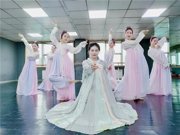 陕西古典舞压腿,你须要注重这些。