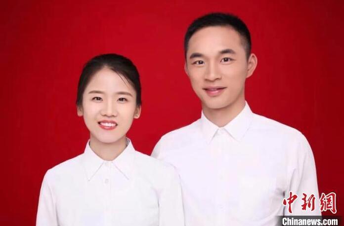 """军营版""""左耳""""爱情:兵哥哥与学霸妻子长跑3年终携手"""