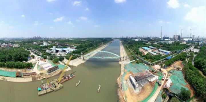 扬子江国际会议部项目钢结构施工加速推进中