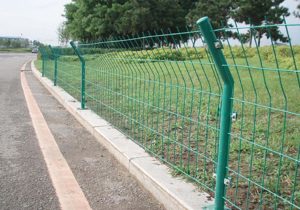 公路护栏网产品的规格和参数