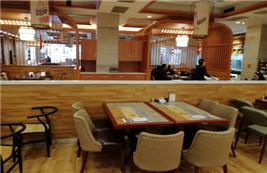 美食城使用我司定制的现代简约桌椅案例