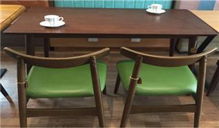 除了餐厅装饰的个性化外,餐厅桌椅的人性化更重要