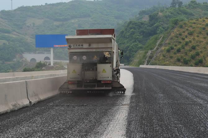 砼富公路养护2019年碎石封层的技术特点有哪些?
