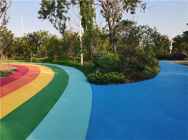 湖北澳卡斯顿铺设彩色路面案例分享