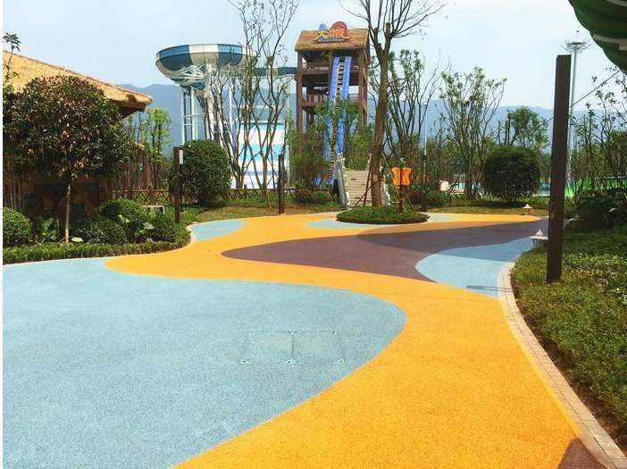 小区内铺设彩色透水地坪效果分享
