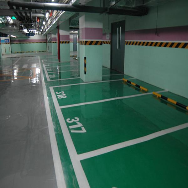 地坪使用一段时间后,表面可能就没有那么美观,所以需要进行翻新处理