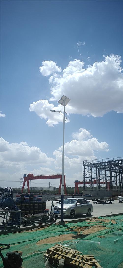 陕西省榆林市榆阳区中天混凝土有限公司 8米太阳能路灯施工案例