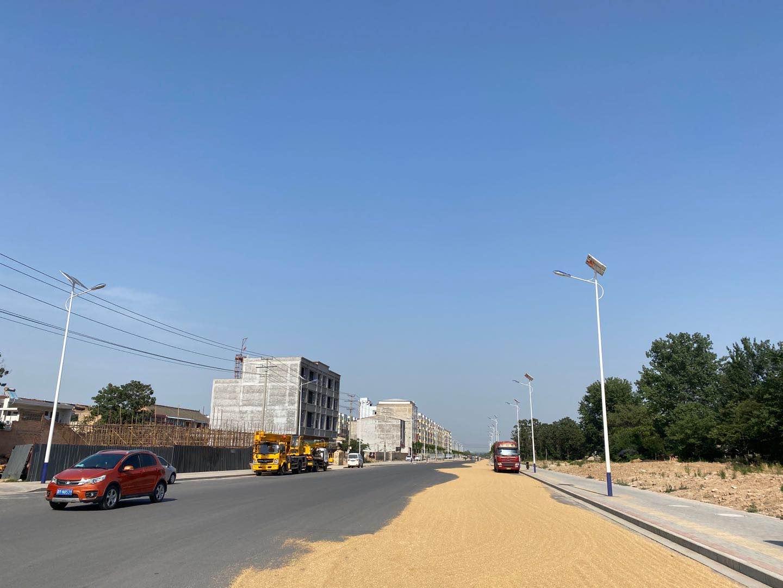 山西省运城市芮城县黄河西街 10米太阳能路灯市电路灯施工案例