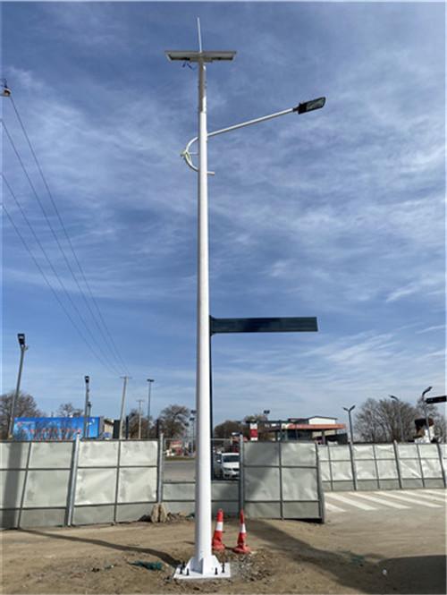 咸阳机场10米智能太阳能路灯亮化安装工程