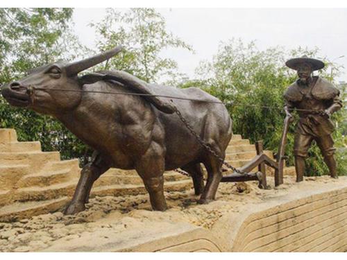 正雅公司为大家介绍四川玻璃钢雕塑在制作时的具体步骤