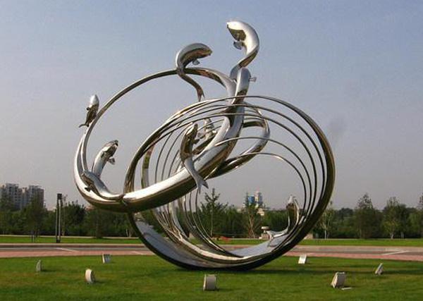 浅谈雕塑的发展,成都金属雕塑厂告诉你