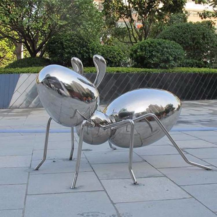 成都不锈钢雕塑厂家给大家介绍关于不锈钢雕塑特性
