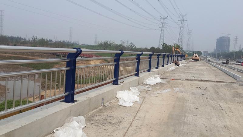 汶马高速桥梁护栏成功案例