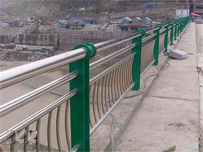 你清楚怎样正确的选择桥梁护栏吗?