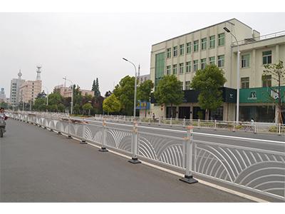 焊接式中央隔离栏