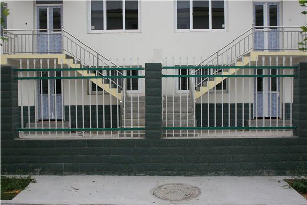 三横杆锌钢围墙护栏