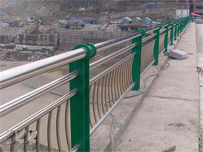 对四川桥梁护栏其设置的高度以及设计有哪些要求