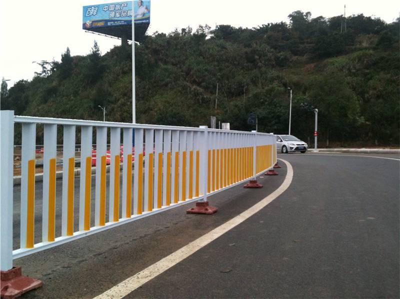 在购买四川交通护栏时哪些因素是影响其价格的