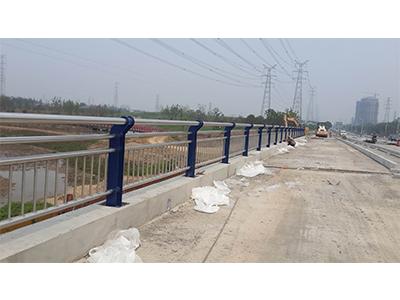 为什么要做好四川桥梁护栏镀锌工作?