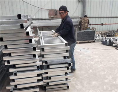 做专业铁艺加工厂家,追求高质量产品