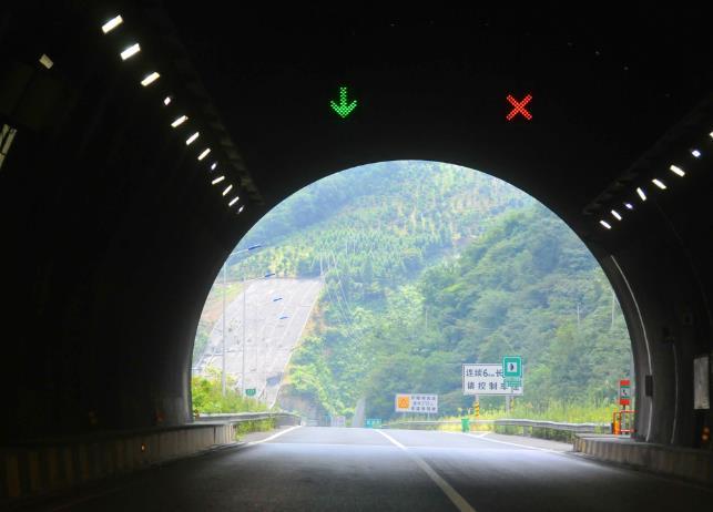 """隧道內""""滴漏撒""""讓人步步驚魂,重視隧道施工安全重如泰山"""