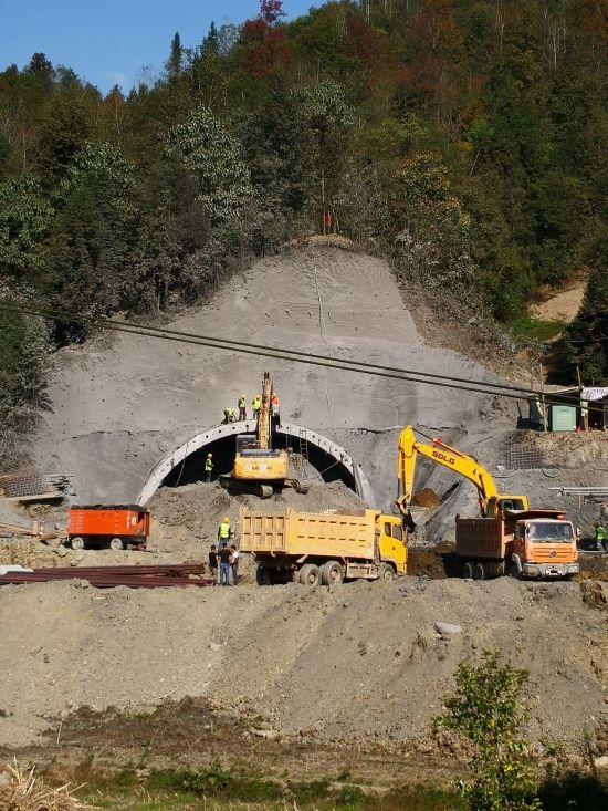 陜西安嵐高速謝家坡隧道工程