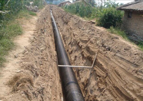 为白杨村改造排水工程的施工现场