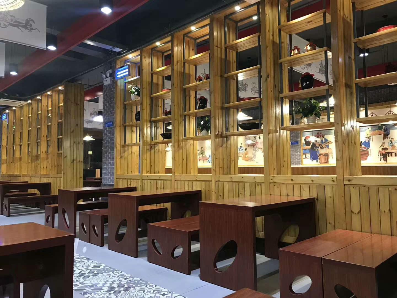 某饭馆使用河南防腐木装饰