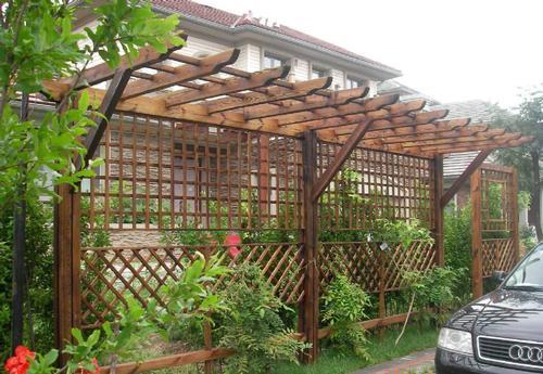 某别墅防腐木花架建造展示
