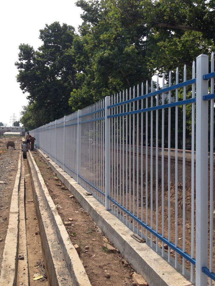 博弈建材小编给大家分享下铁路防护栅栏的保养标准