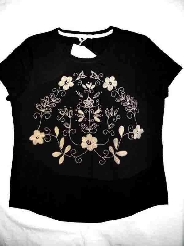 平绣花黑色女T恤