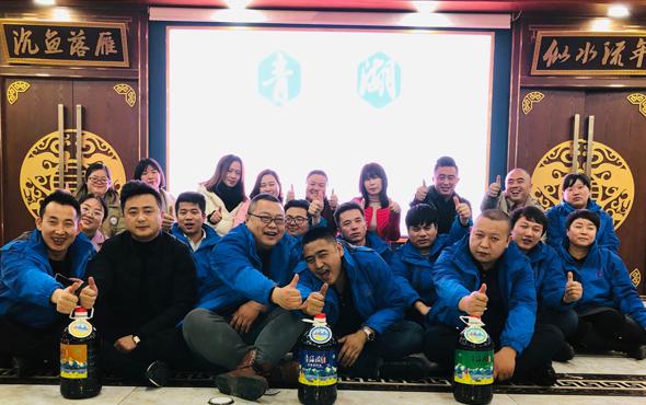 青海湖菜籽油有团队风采