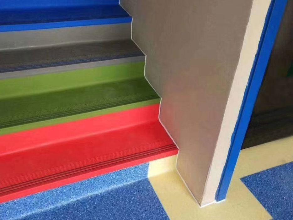 楼梯专用的PVC整体楼梯踏步