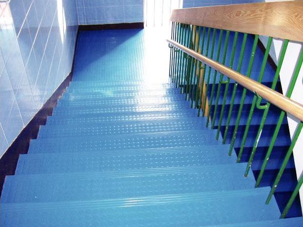 橡膠圓點樓梯踏步