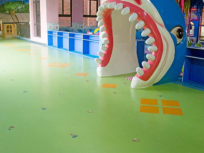 山东外国语幼儿园塑胶地板