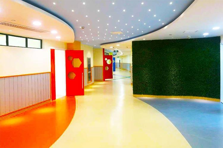 幼儿园走廊塑胶地板铺设