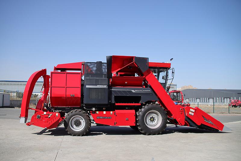 牧神首台2020款8行玉米收获机走下生产线,装车发往巴基斯坦