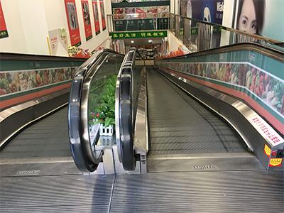 为什么超市里供人上下楼变成了四川自动人行道