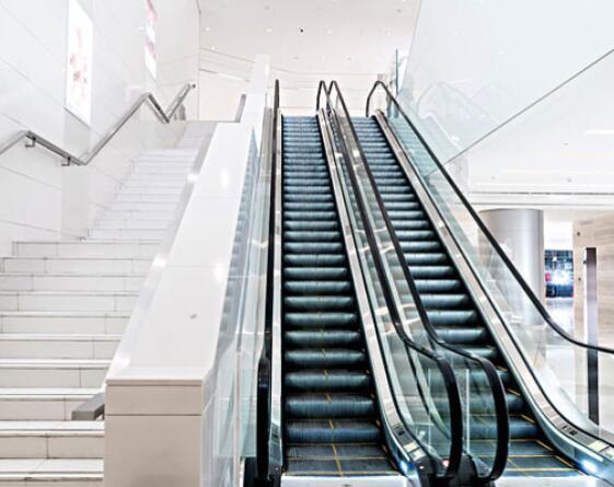 为什么在乘坐四川自动扶梯时要靠右站?