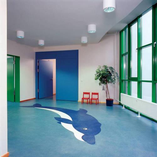 关于塑胶地板在进行保洁的时候要注意哪些问题