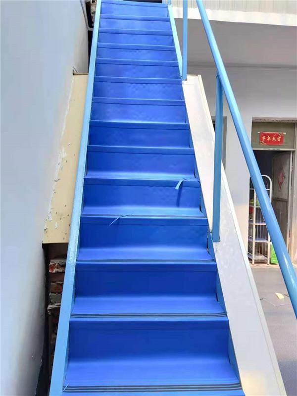 楼梯踏步石塑锁扣地板施工案例