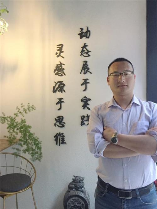 李灵晨-工程部经理