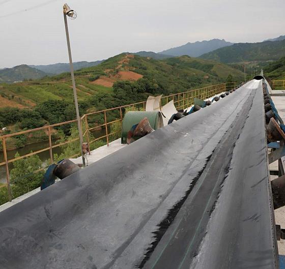 为实丰水泥公司合作陕西滚筒包胶维修业务