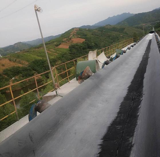 与蓝田尧柏水泥公司合作陕西输送带维修业务