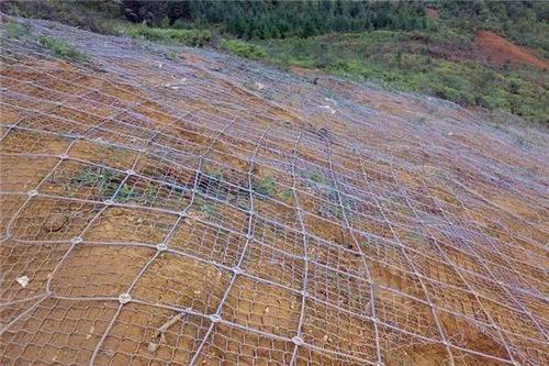 安装护坡网前有哪些步骤和加固方法?