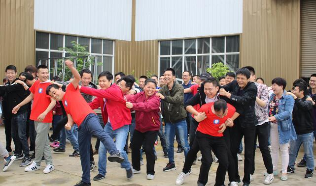 深圳德维斯门窗有限公司工人活动