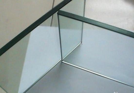 钢化玻璃的应用?#27573;В?#27427;安泰钢化玻璃给您讲解