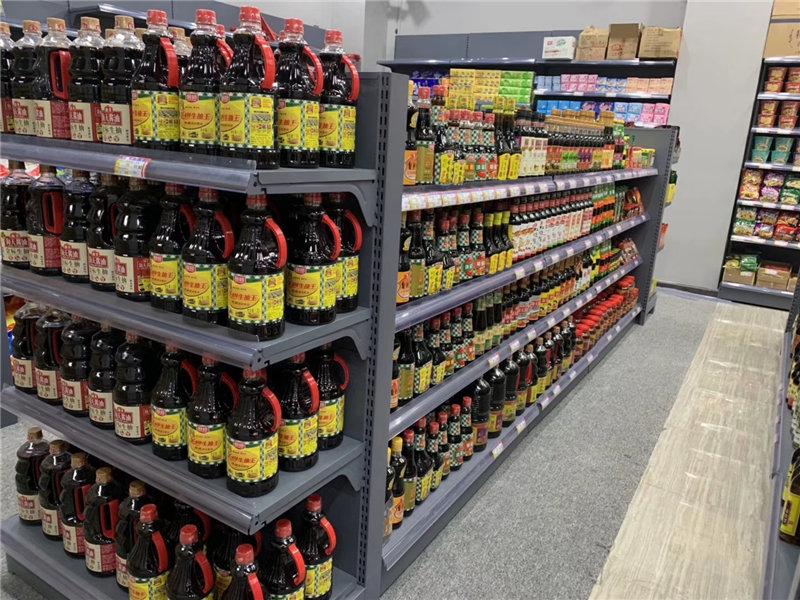 超市货架展示