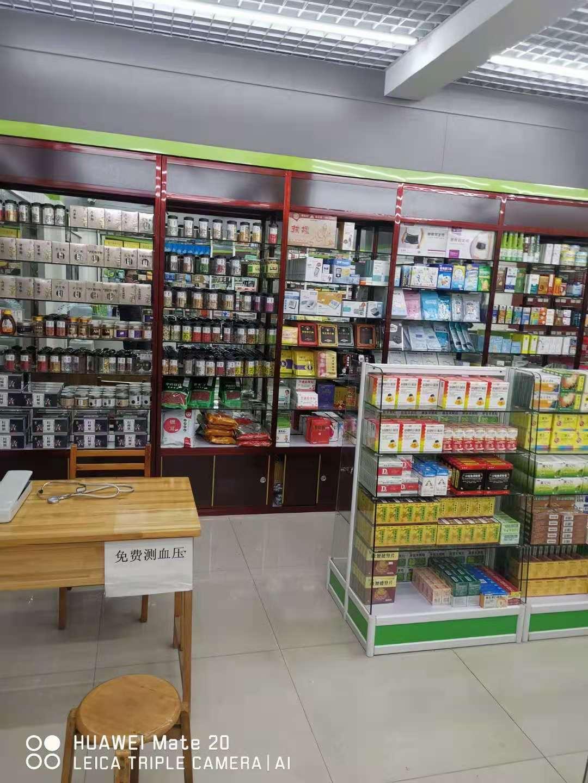 为宜昌某药店安装货架展示柜效果分享