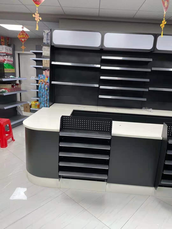 某超市定制宜昌收银台安装效果